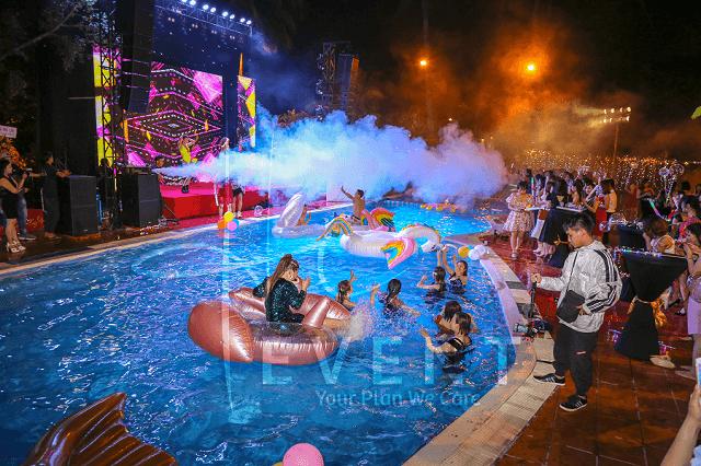 tat-nien-y-tuong-pool-party